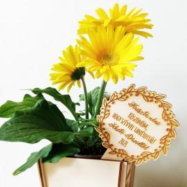 Óvó néni/ tanár köszöntő virág kísérő tábla egyedi üzenettel
